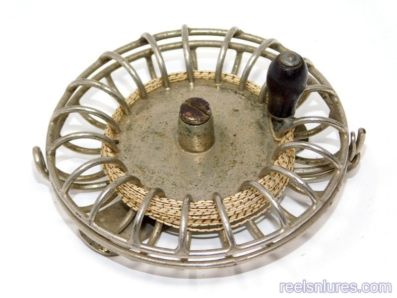 Unmarked & Unknown fly Reels